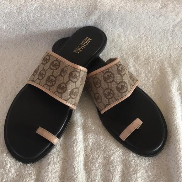 2dd2f09d8210 Michael Kors women s toe ring sandals 9m. M 5a6a38843316279140311efd